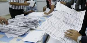 Dépouillement dans un bureau de vote, tunisie - photo (lemonde.fr-Reuters)