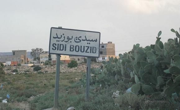 Sidi Bouzid - photo (flickr-me & ilhem ran away for the day to Sidi Bouzid)