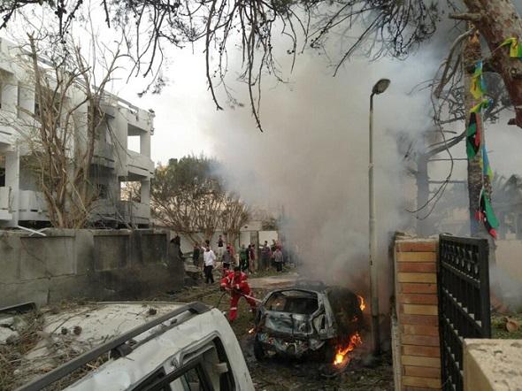 Attentat à la voiture piégée contre l'ambassade de France à Tripoli, 23-04-13 - photo (@Eh4b10)