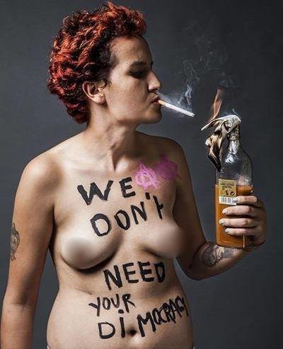 Amina 14-08-2013 (photo - FB Femen France)