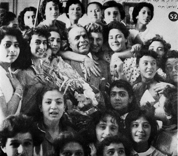 Bourguiba et les femmes, 1957 (photo - peraxvilo.over-blog.com)