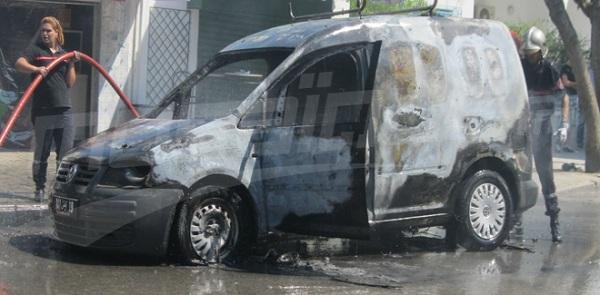 une voiture explose devant le minist re de l agriculture. Black Bedroom Furniture Sets. Home Design Ideas