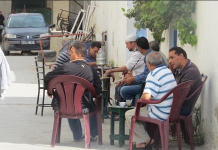 Hommes dans les cafés. Tunis. 26 octobre 2014. L. W.