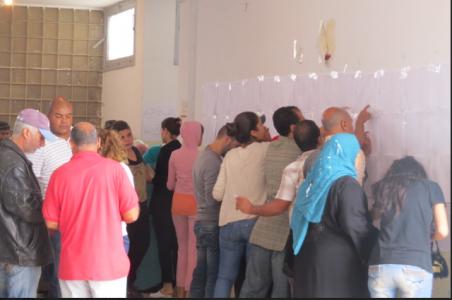 Dans un bureau de vote à Hafsia Tunis. Lilia Weslaty. 26 octobre 2014