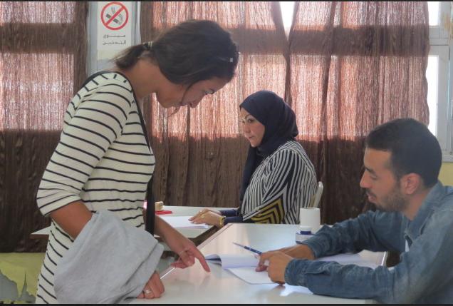 Salle -Bureau de vote à Tunis. 26 oct 2014. Lilia Weslaty