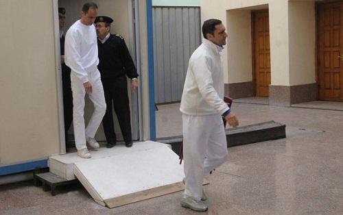 332473_gamal-g-et-alaa-d-mubarak-lors-de-leur-proces-au-caire-le-2-janvier-2012