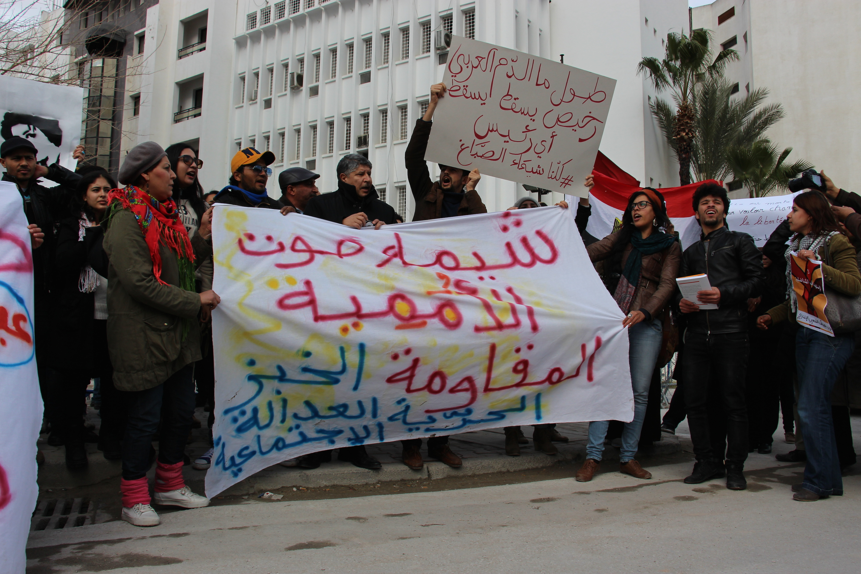 Manifestants devant l'ambassade d'Egypte à Tunis Caroline MALCZUK| Webdo.tn
