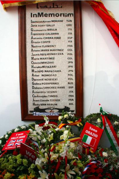 Stèle en hommage aux victimes de l'attaque du Bardo