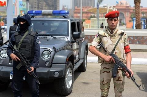 Cinq policiers tués dans une attaque au Caire — Egypte