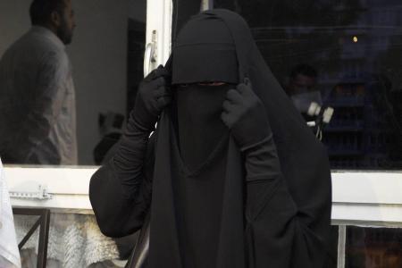 Tunisie: le niqab sera interdit dans les institutions publiques (Premier ministre)