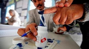 A voter casts his ballot at a polling station during in Tunis October 23, 2011. The election, the first free vote in Tunisia's history, will set a standard for other Arab countries where uprisings have triggered political change or governments have tried to rush reforms to stave off unrest. REUTERS/Zohra Bensemra (TUNISIA - Tags: POLITICS ELECTIONS)