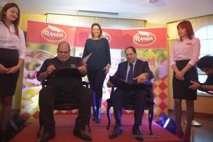 Signature partenariat Randa et Teysir Ksouri