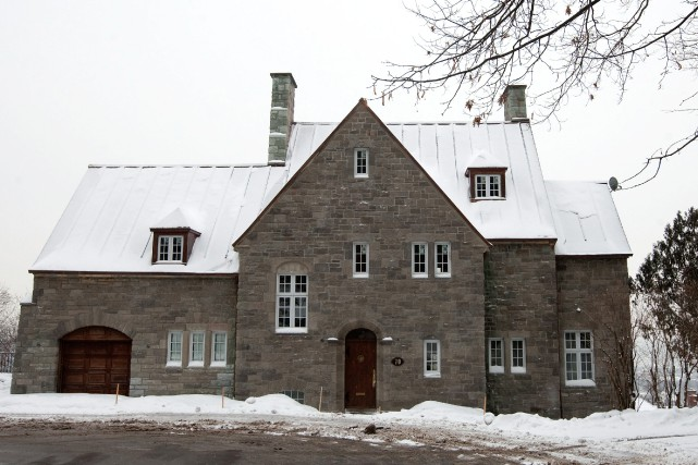 Canada la maison de sakhr el materi vendue aux ench res 1 9 million de dinars for Photo de maison au canada