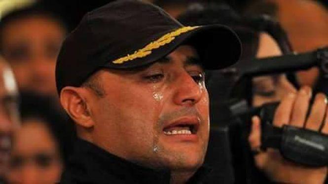 Des larmes de tristesse, mais debout quand même.