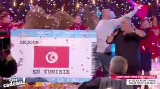 quand cyril hanouna fait la promo de la tunisie et offre un s jour 400 personnes. Black Bedroom Furniture Sets. Home Design Ideas