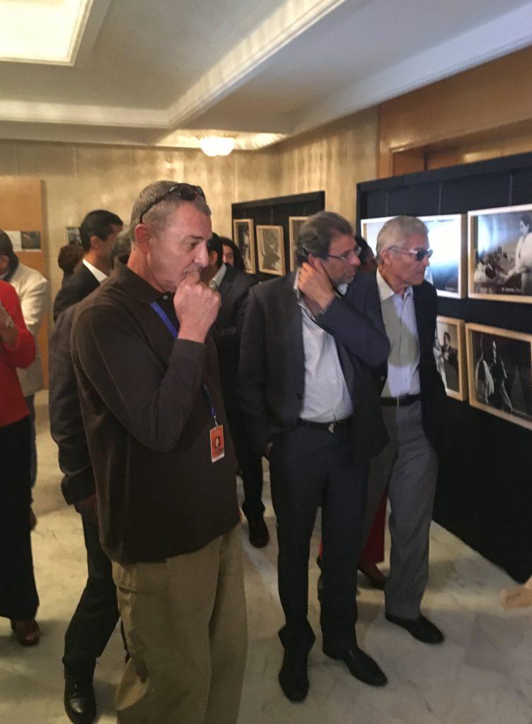 Mahmoud Hemeda, Khaled Youssef et Seif El Dine à l'exposition de photos de Youssef Chahine