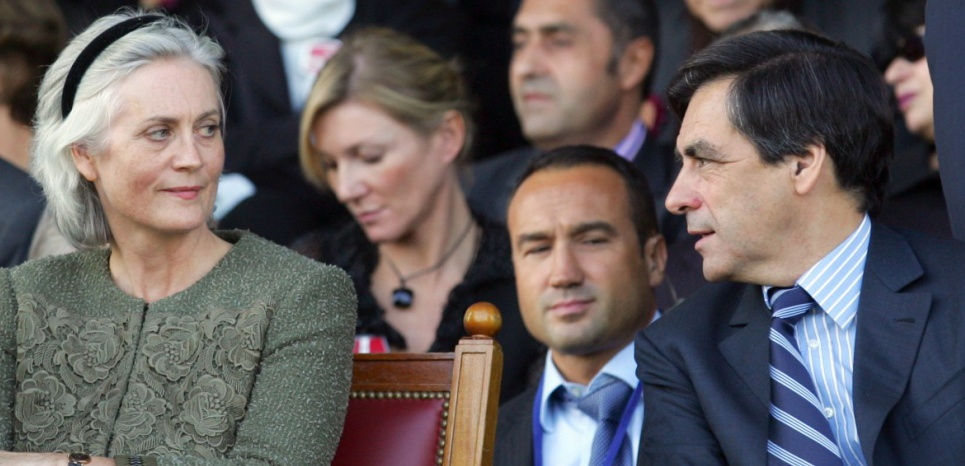 French Prime minister Francois Fillon (R), his wife Penelope and Lucien Barriere group's surveillance council president Dominique Desseigne attend the 86th Arc de Triomphe horse racing, 07 October 2007 at the Longchamp race course in Paris. AFP PHOTO OLIVIER LABAN-MATTEI / AFP PHOTO / OLIVIER LABAN-MATTEI