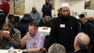Visiteurs encouragés à poser des questions sur l'Islam -Crédit photo: Al Jazeera