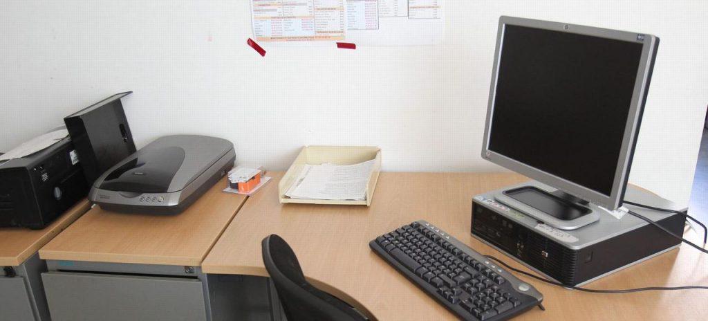 en moyenne le tunisien est absent du bureau 16 8 jours par an. Black Bedroom Furniture Sets. Home Design Ideas