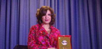 Kaouther Ben Hania avec le prix FEMME ET MÉMOIRE PRIX HASSIBA ROCHDI remporté par Mariam Al Ferjani