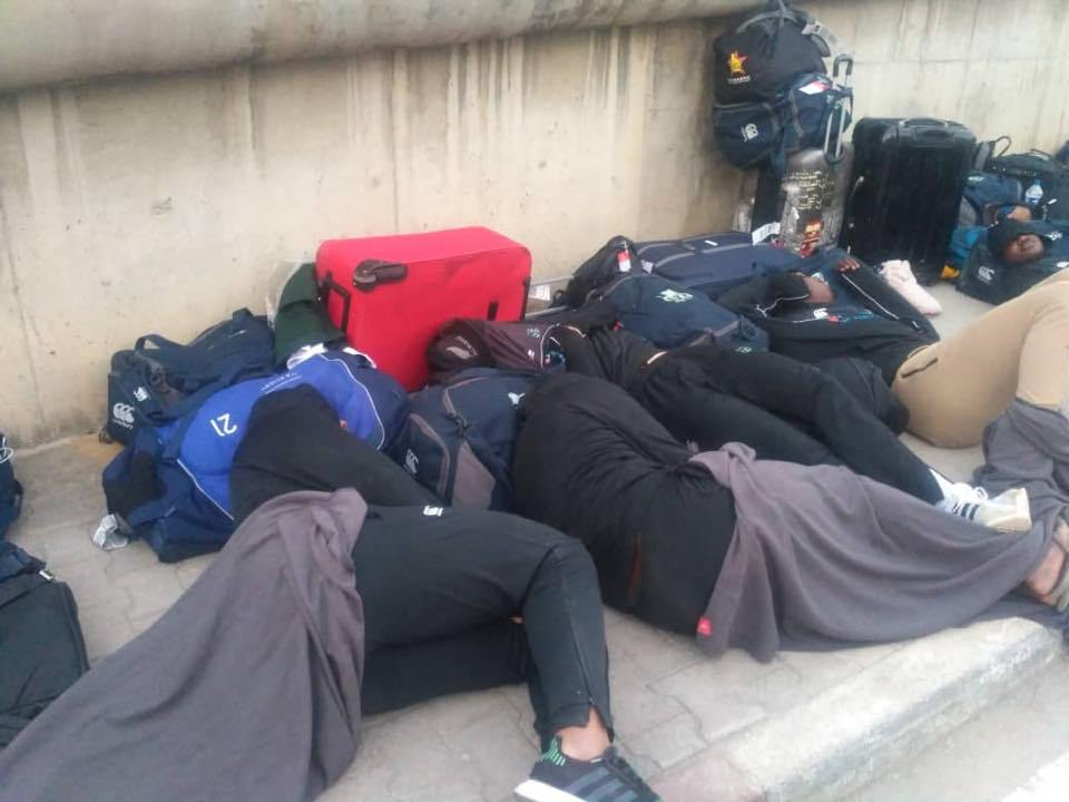 L'équipe de rugby du Zimbabwe dort dans la rue en Tunisie — Scandale