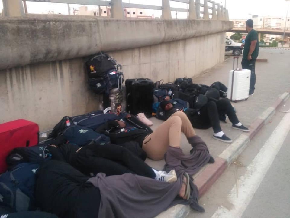 """Résultat de recherche d'images pour """"L'équipe nationale de rugby du Zimbabwe dort dans les rues de Tunis"""""""