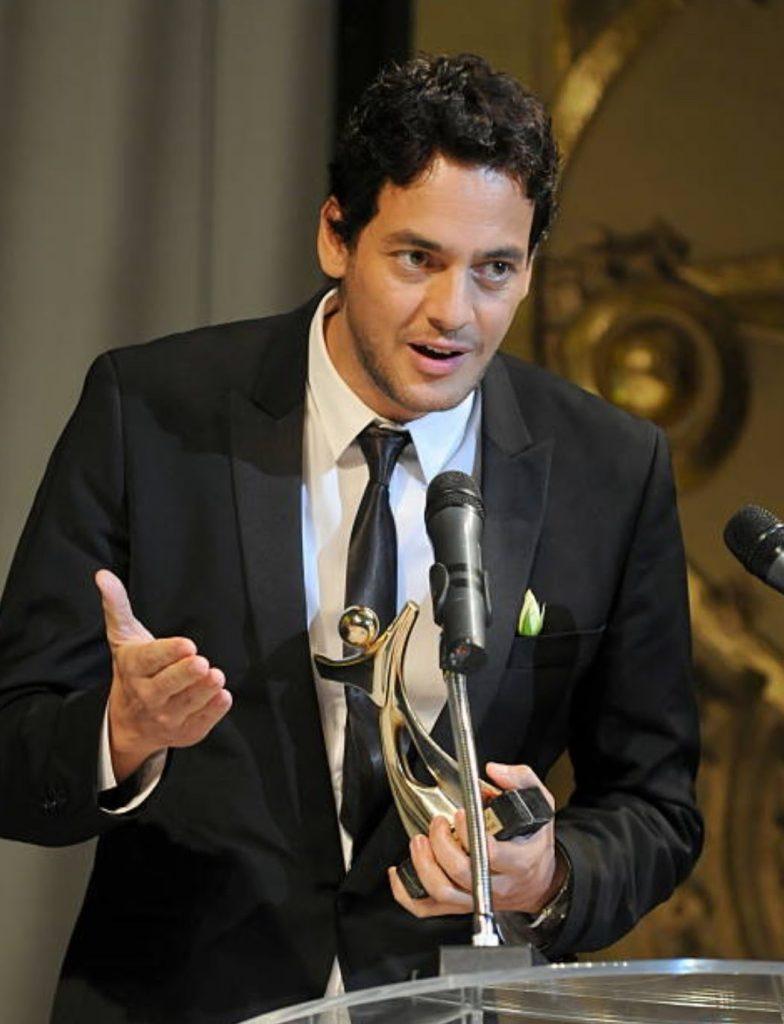 Khaled Abol Naga recevant le Tanit d'Or pour son film Microphone - JCC 2010