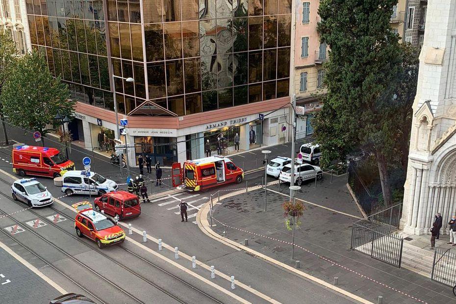 Attaque au couteau à Nice : trois morts et plusieurs blessés, l'auteur interpellé